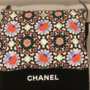 🎉🎊HP 🎊🎉Chanel Floral Fabric Clutch